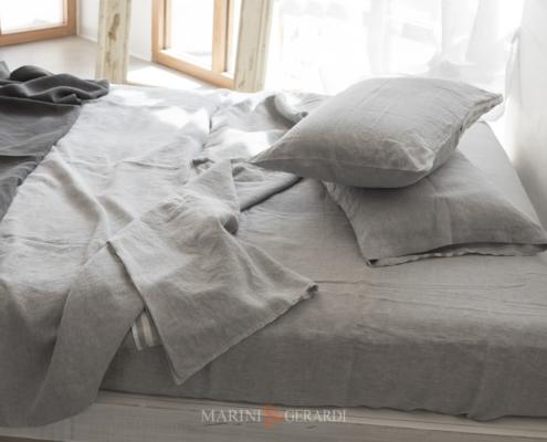 parure letto con lenzuola e federe in lino grigio cenere